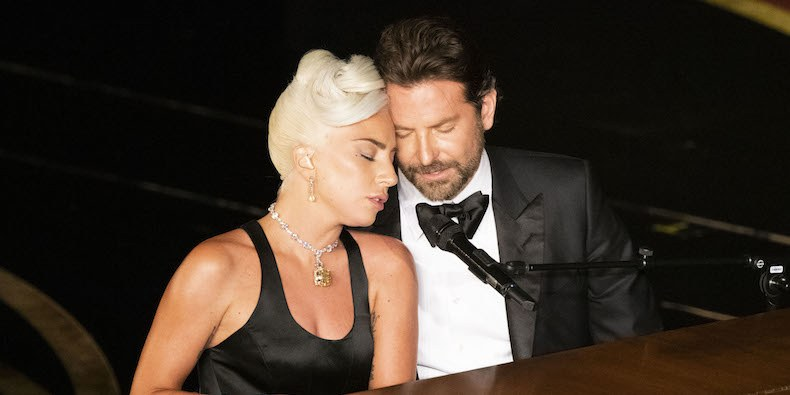 Lady Gaga and Bradley Cooper performing Shallow at the 2018 Oscars